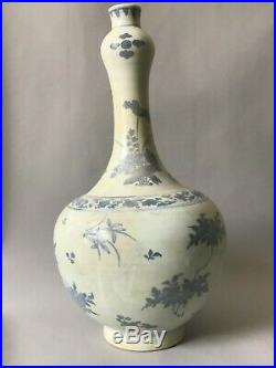 A large Chinese Transitional period Hatcher Cargo blue & white vase 17thc