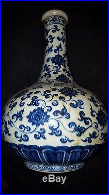 Antique Chinese blue white vase. Large body with narrow mouth design (markings)