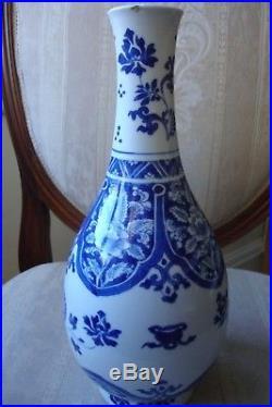Chinese Large Blue & White Pear Shape Vase Kangxi Circa 1680