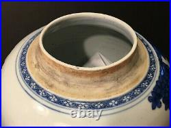 Important Large Chinese Blue and White Jar, Kangxi or Transitional period. 10 H