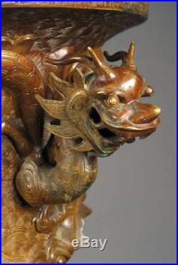 Large Palace Bronze Vase, China, around 1610, late Ming Dynasty