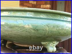 Large antique Chinese Longquan celadon censer, Ming dynasty, 15th century