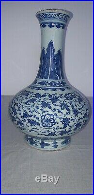 Large antique chinese blue and white vase. Kangxi. 1644.1722