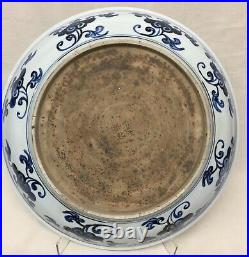 Large blue and white plate. Yongle Mark
